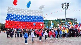 Автопробег, мастер-классы и флешмоб: в Югре отметили День Государственного флага России