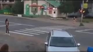 Эротическое шоу с ДТП на пешеходном переходе Ставрополя устроили девушки в купальниках