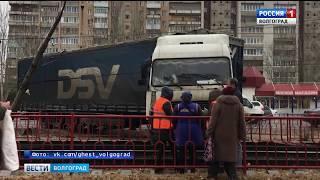 В Красноармейском районе грузовик вылетел на трамвайные пути