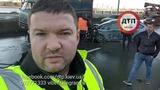 Масштабное ДТП в Киеве на Набережной: Ситроен литовец на высокой скорости задел попутные Хонда Аккор