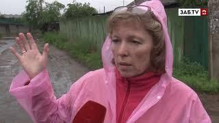В домах микрорайона Пески в Чите из-за ливней подвалы наполнились нечистотами