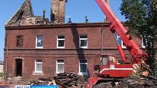 В Черняховске приступили к ремонту многоквартирного дома сгоревшего из-за молнии