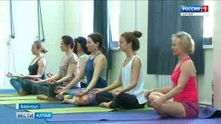 Практик йоги из Индии Маниш Вардхан провёл открытые мастер-классы в Барнауле
