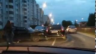 На Красноборской в Заволжском районе произошло массовое ДТП