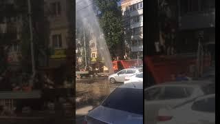 В центре Саратова бьет коммунальный фонтан
