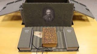 В сургутской библиотеке появилось редкое издание «Евангелие Достоевского»