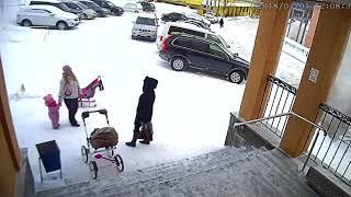 Девочка спасла маму от гибели