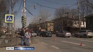 Провода под напряжением упали на проезжую часть в Вологде
