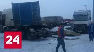 Последствия аварии с участием 12 машин в Петербурге сняли на видео - Россия 24