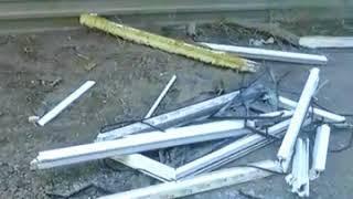 В Астрахани упавшая с 16 этажа оконная рама едва не попала в детей