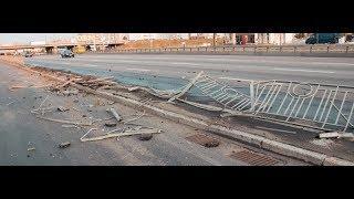 В Киеве на Позняках бетономешалка уничтожила 30 метров забора