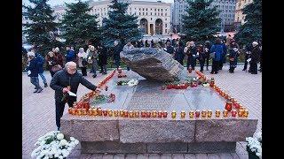 У Соловецкого камня в Москве проходит акция «Возвращение имен»