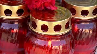 Саратовцы несут цветы и свечи в память о погибших в Керчи