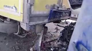 Под Чебоксарами спасатели вытащили из грузовика пострадавшего в ДТП водителя