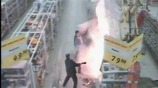Пожар в Ленте Камера наблюдения сняла еще одно возгорание которое смогли потушить своими руками