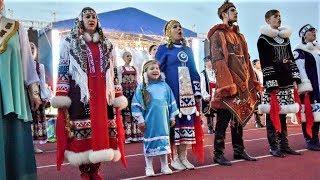 На открытии «Самотлорских ночей» в Нижневартовске несколько тысяч человек вместе спели гимн