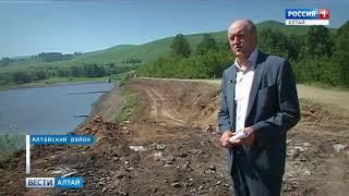 На Сорокинском озере очищают дамбу