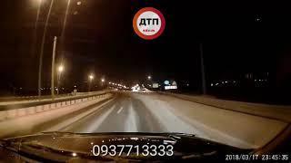Видео момента ДТП в Киеве на Богатырской: опасный участок, будьте внимательны. Только  вчера мы сним