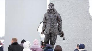 В Сургуте открыли памятник жертвам политических репрессий