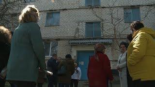 Жители села Грачёвка уже почти два года не могут переехать из аварийного жилья