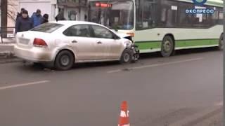 В Заводском районе столкнулись иномарка, такси и автобус