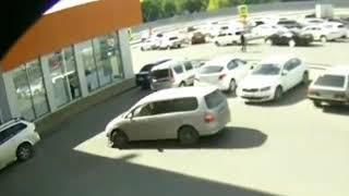 В Пятигорске ищут виновника ДТП на парковке ТЦ