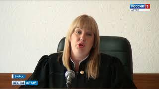 Бийский чиновник предстал перед судом за крупное мошенничество
