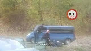 Масштабное ДТП с пострадавшими в Киеве на Набережной у моста метро: водитель вылетел через газон на