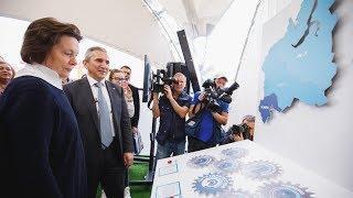 Наталья Комарова и Александр Моор посетили первый в Югре инфопарк