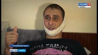 В Алтайском крае пять человек несколько часов избивали мужчину на остановке