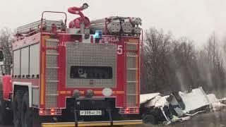 На трассе Саратов-Нижний Новгород фура столкнулось с легковушкой, есть погибшие