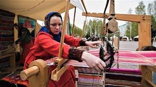 На центральной площади Ханты-Мансийска работает город мастеров