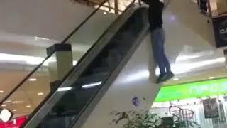 Зацепер в торговом центре