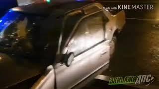 Автомобиль с отказавшими тормозами влетел в здание во Владивостоке