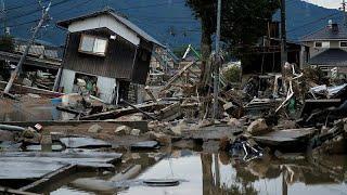 Десятки жертв стихии в Японии