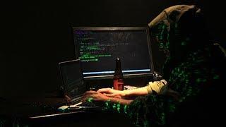 «Кибервойна идет давно». Как американские спецслужбы ведут борьбу с российскими хакерами