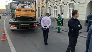 Сбивший пешеходов в Москве таксист утверждает, что перепутал педали