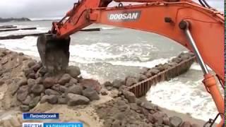 В Пионерском проинспектировали работы по укреплению берега