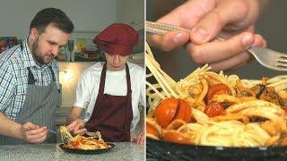 «Первое, второе и компот». Спагетти с морепродуктами и бульон с яйцом.