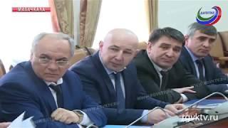 В правительстве республики обсудили ввод в эксплуатацию строящихся школ