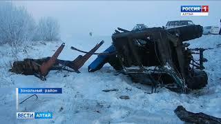 В Алтайском крае из-за тумана столкнулись трактор и грузовик