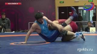 В Каспийске завершился первый день международного турнира по вольной борьбе памяти Али Алиева