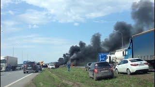 В Башкирии на трассе М-5 легковушка влетела в фуру и загорелась