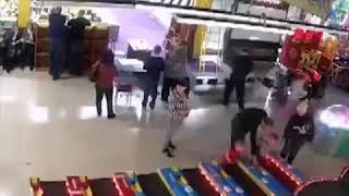 Кемерово Зимняя вишня  Видео с Места происшествия  Огонь вспыхнул в игровом зале