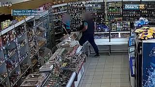 На видео попало разбойное нападение на магазин
