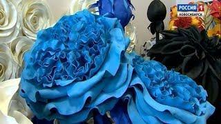 Жительница Новосибирска создает гигантские цветы из изолона