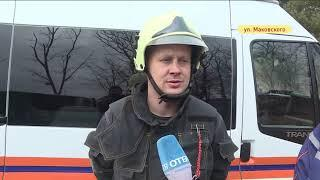 Мужчину зажало между микроавтобусом и забором в ДТП на Маковского