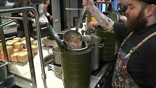 Рестораны Санкт-Петербурга кормят бездомных