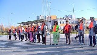 Пенсионеры Нижневартовска прошлись по городу скандинавской ходьбой в сопровождении аудиогида