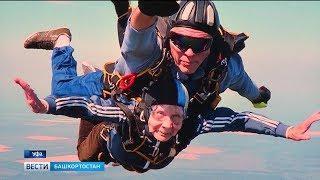 Самая смелая бабушка Уфы совершила 180 прыжков с парашютом